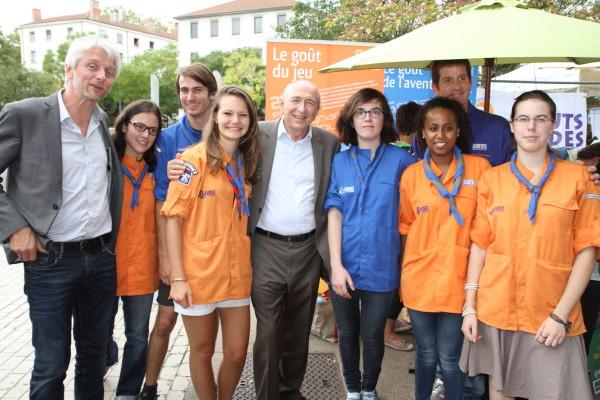 Nos chefs scouts en compagnie de Gérard Collomb (maire de Lyon) et d'Hubert Julien-Laferrière (maire du 9ème arrondissement)
